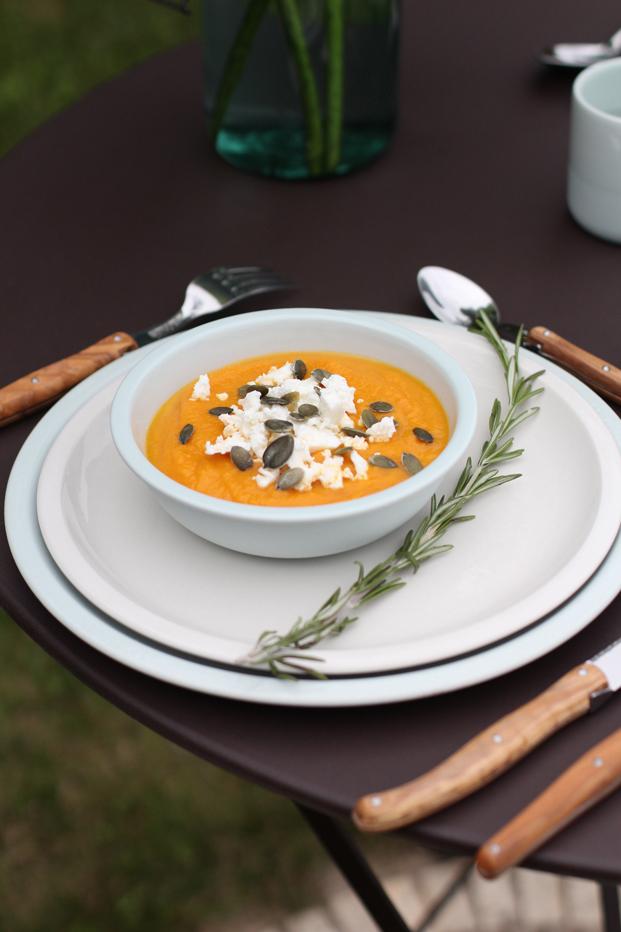 soupe froide de carottes feta graines de courge besly. Black Bedroom Furniture Sets. Home Design Ideas
